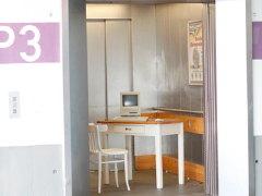 Im Aufzug Komturplatz